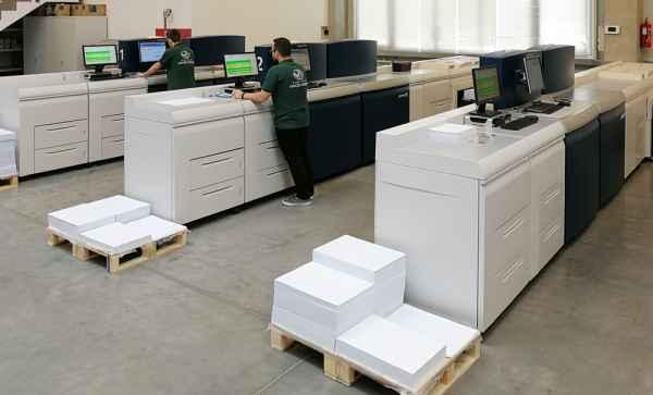 Ofszet és digitális nyomtatás illusztráció